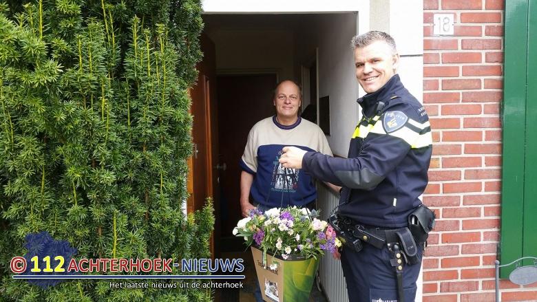 Politie bedankt omstanders gekantelde vrachtwagen in Neede.