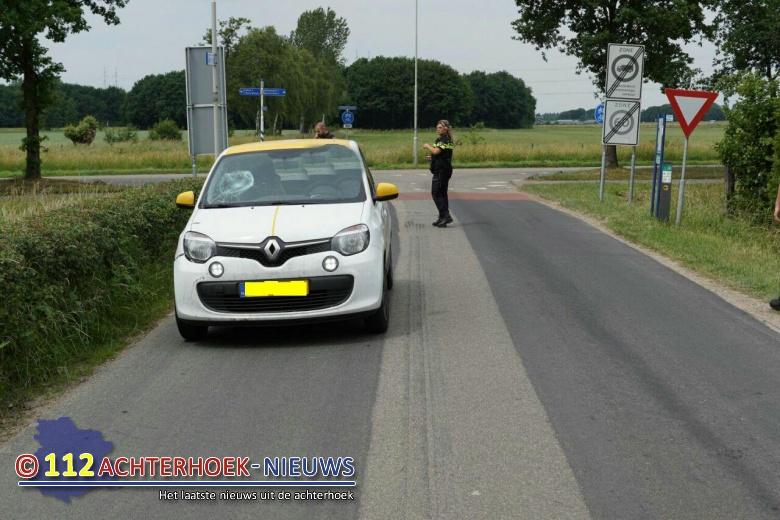 Scooterrijder gewond na aanrijding auto in Wijnbergen.