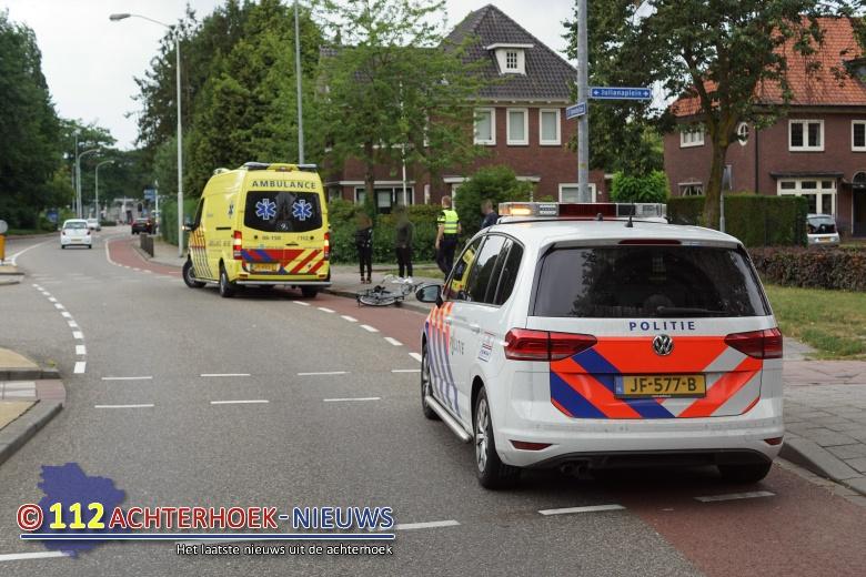 Twee jonge meisjes op de fiets aangereden door auto Doetinchem.