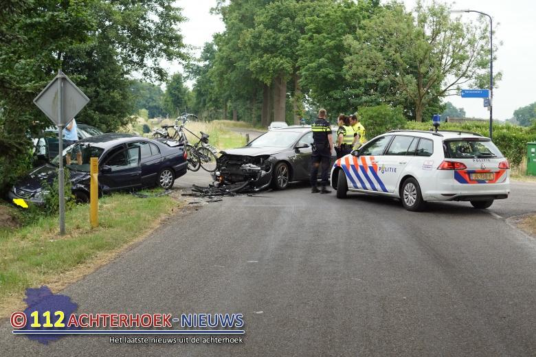 Geen gewonden na aanrijding Kroezendijk met de Kapelweg in Sinderen.