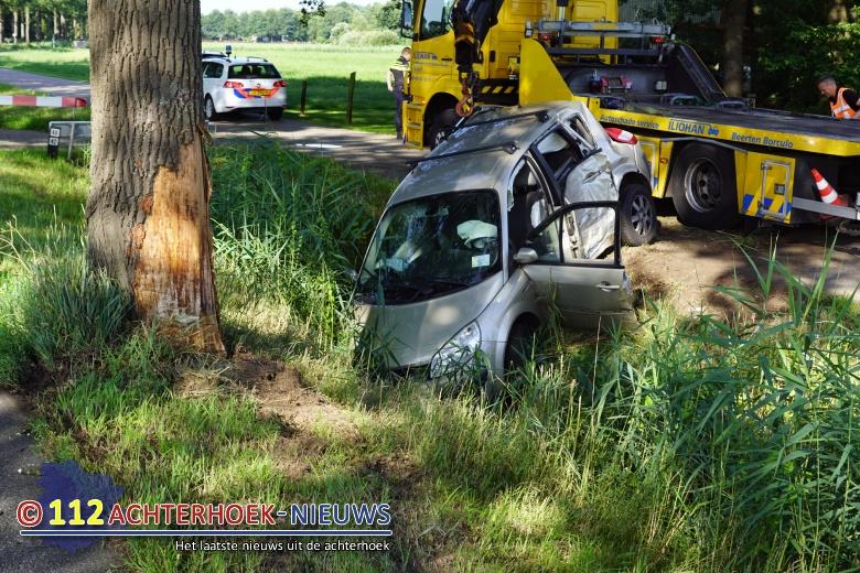 Automobiliste bekneld na ongeval in Haarlo.