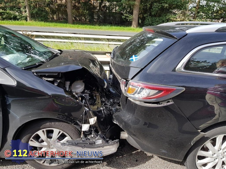 Twee lichtgewonden door ongeval op de A12.