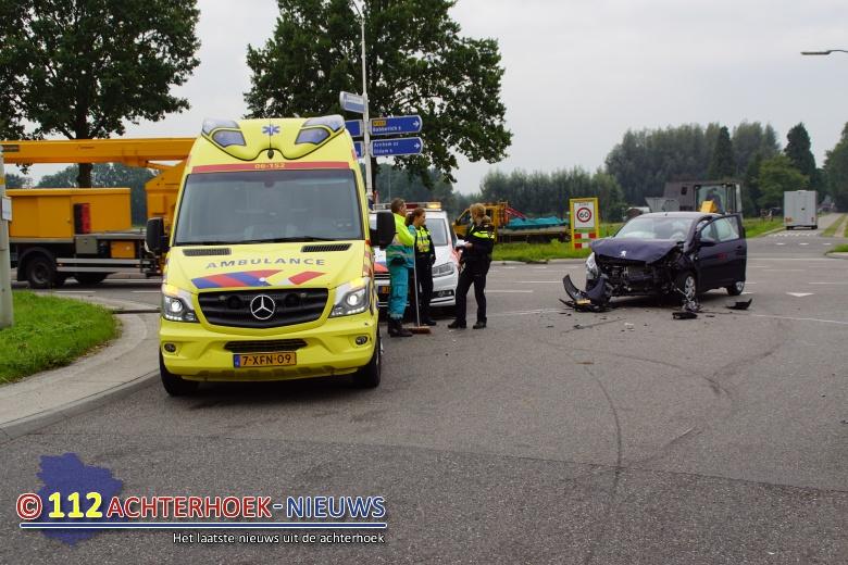 Geen gewonden maar wel flinke schade bij aanrijding in Beek.