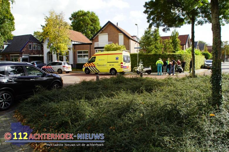 Twee scooterrijders komen in botsing in Doetinchem.