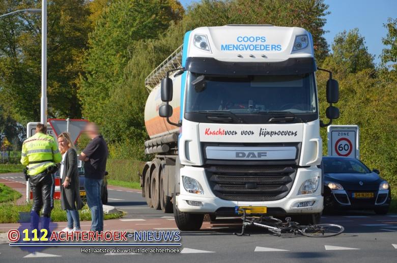 Wielrenner gewond na aanrijding met vrachtwagen Velswijk/Zelhem.