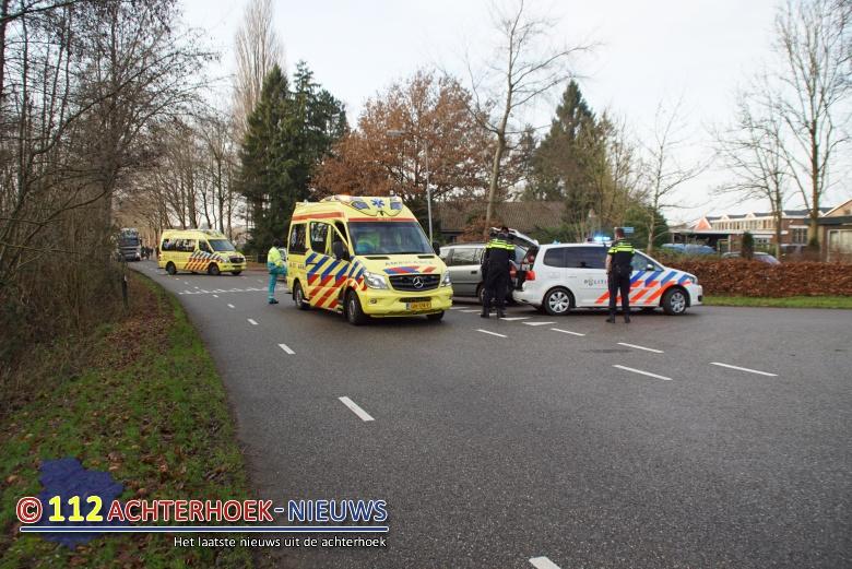Fietsster met hoofdwond naar ziekenhuis na aanrijding in Vragender.