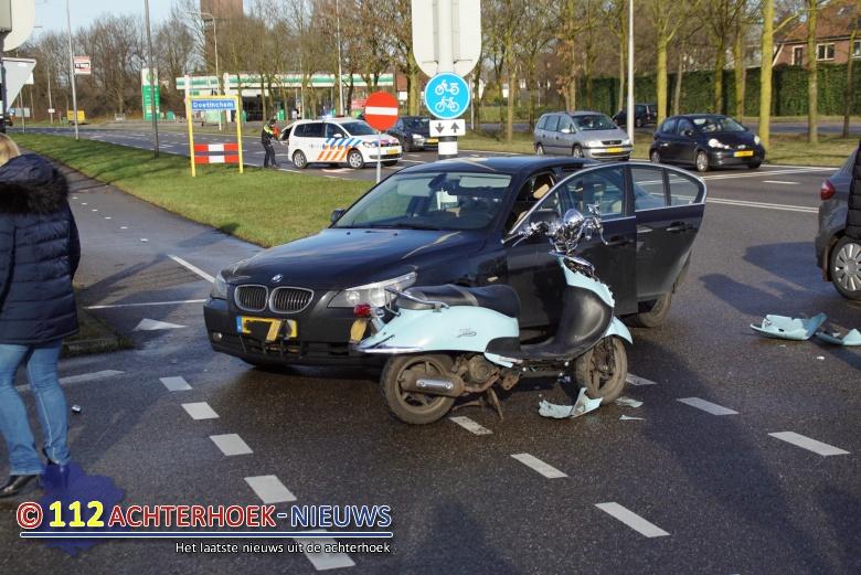 Scooterrijder raakt gewond na aanrijding in Doetinchem.