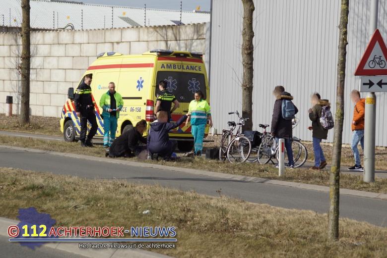 Man op fiets raakt gewond bij aanrijding met andere fietser in Winterswijk.