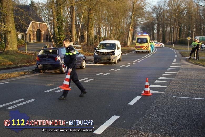 Automobilist raakt gewond bij kop-staartbotsing Doetinchemseweg Zelhem.