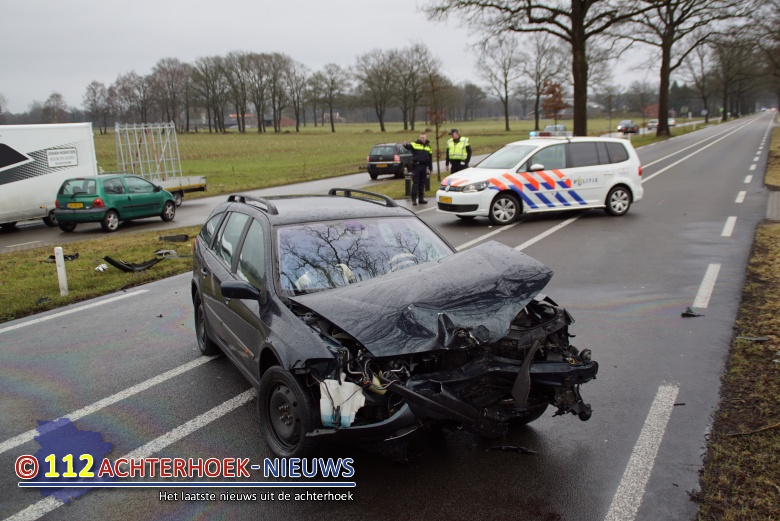 Twee gewonden na frontale botsing Winterswijk.