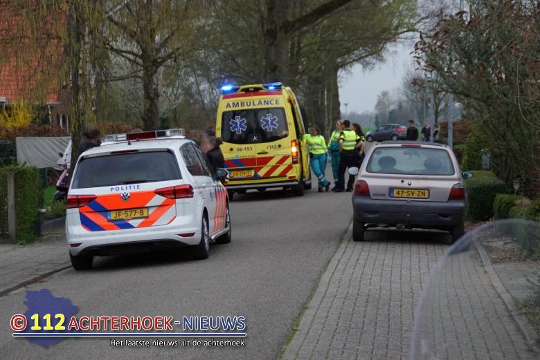 Motorrijder naar ziekenhuis na aanrijding met auto.