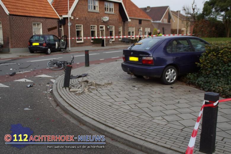 Ongeval met twee autos en fietser in Lichtenvoorde.