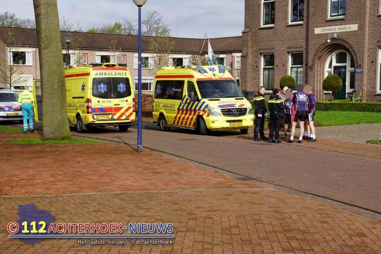 Voetganger raakt gewond bij aanrijding met wielrenner in Beltrum.