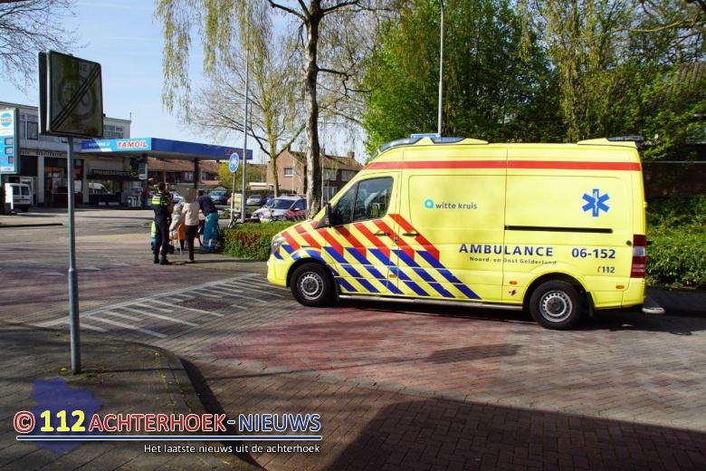 Fietsster lichtgewond na aanrijding met auto in Doetinchem.