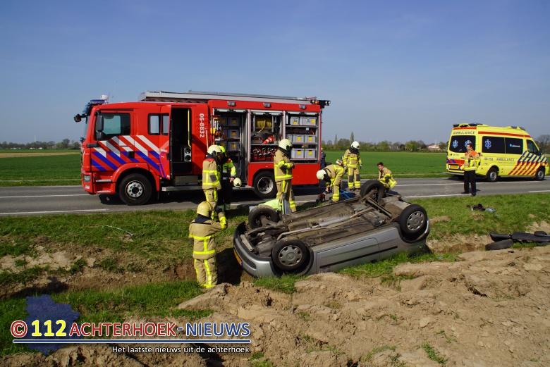 Inzittende auto raakt bekneld bij eenzijdig ongeluk Varsselder-Veldhunten.