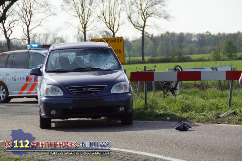 Mountainbiker raakt gewond bij botsing met auto bij Lievelde.