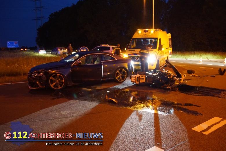 Motorrijder raakt gewond bij botsing met auto in Doetinchem.
