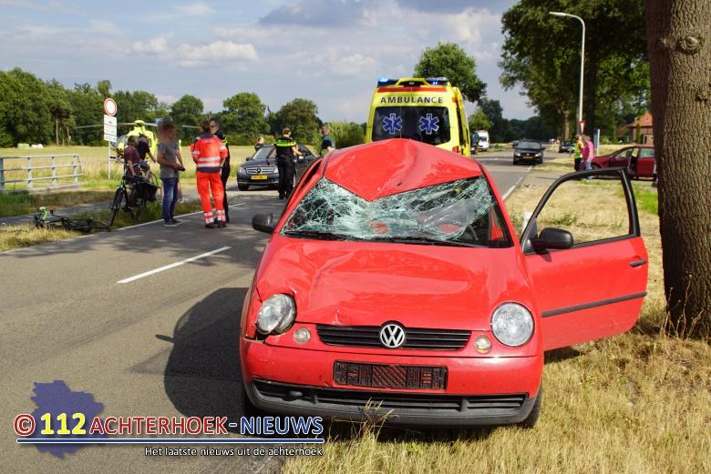 Wielrenner ernstig gewond na ongeval met auto in Eibergen.