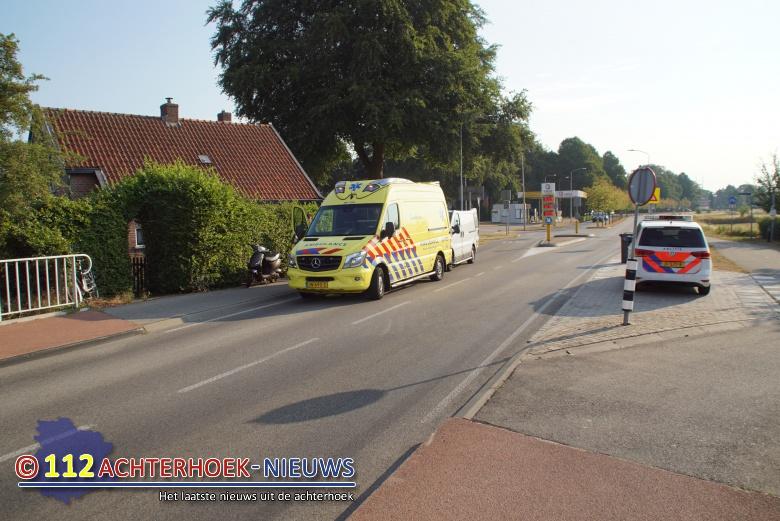 Spookfietser en scooterrijder licht gewond bij aanrijding Oversluis Ulft.