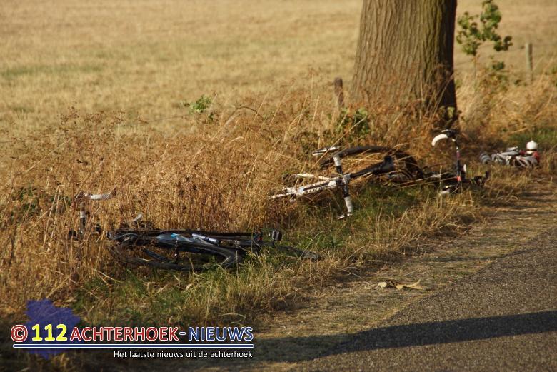 Wielrenner gewond na aanrijding, automobilist rijdt door Aalten.