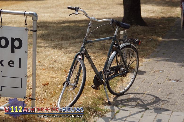 Flinke hoofdwond na aanrijding tussen fiets en personenauto in Doetinchem.