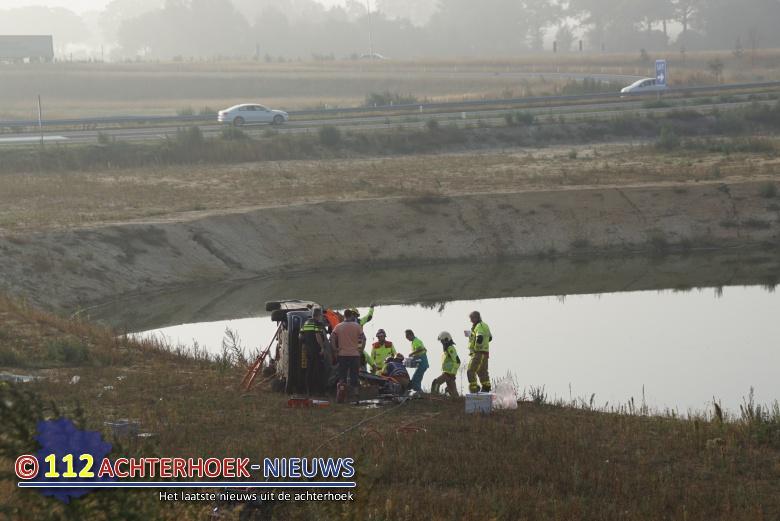Vrouw rijdt na ongeval van talud bij Groenlo.