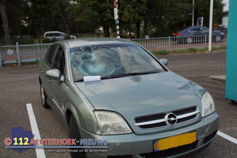 Fietser komt met schrik vrij na botsing met auto in Etten.