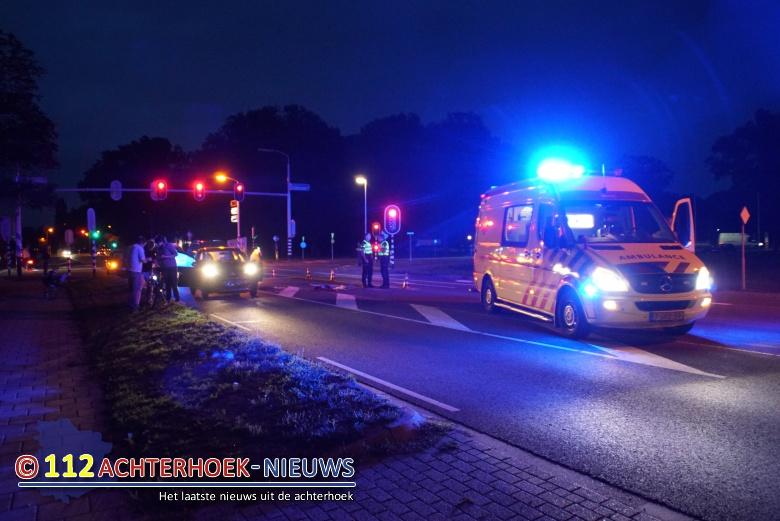 Fietsster ernstig gewond na aanrijding met auto in Eibergen.