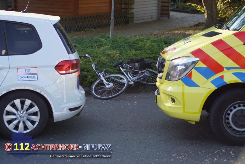 Fietsster gewond bij aanrijding op rotonde in Aalten.