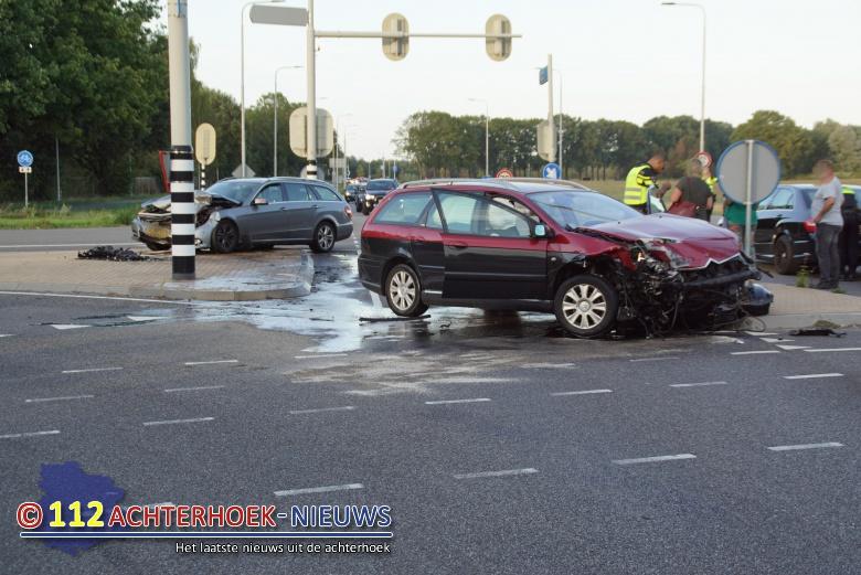 Bestuurder rijdt door rood licht en veroorzaakt aanrijding in Doetinchem.