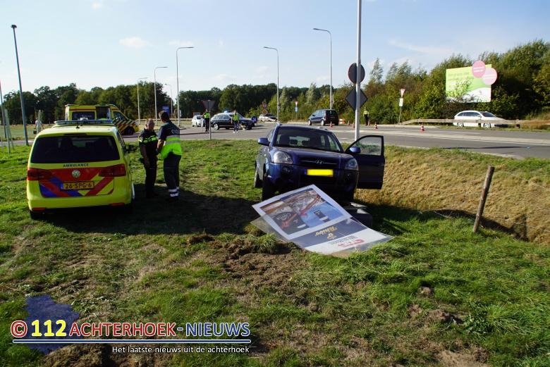 Kerende automobilist veroorzaakt ongeval Kind raakt lichtgewond Winterswijk.