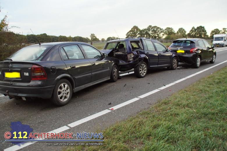Vier autos betrokken bij kop staart aanrijding geen gewonden N18 Heelweg.