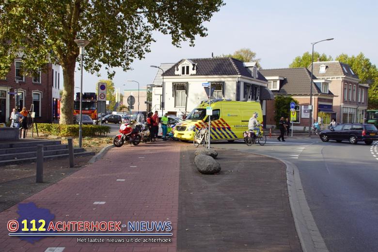 Scooterrijdster raakt gewond na botsing met auto in Terborg.